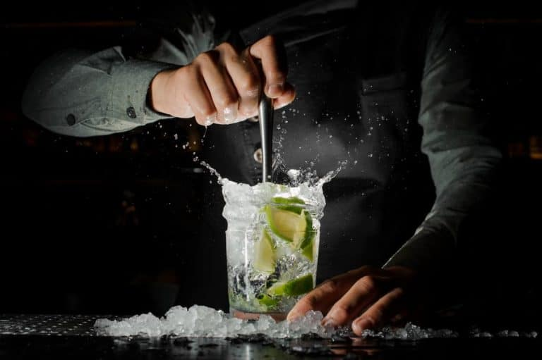 Il-mondo-mixology-per-Barman-uno-stile-per-il-cocktail-perfetto